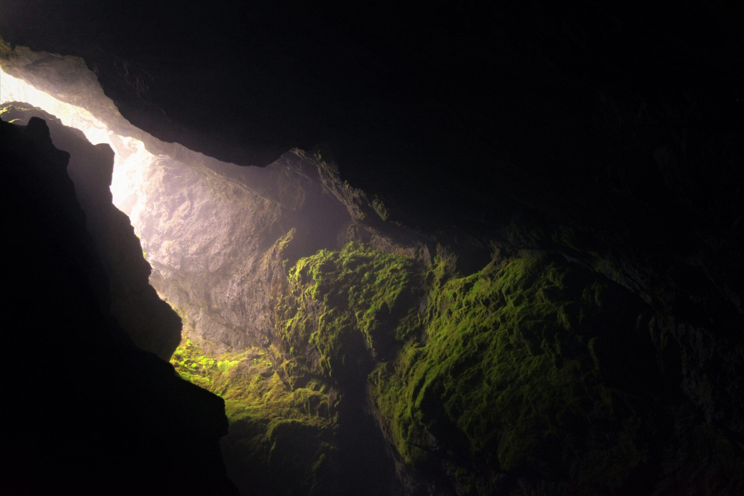 ljus grotta